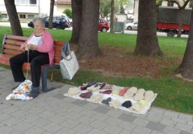 Prelo i pletenje čarapa terapija 81-godišnje Vide Brkić