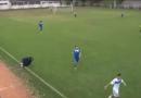 BiH-zemlja čudaka: Trenera u 89. minuti pogodila lopta, on ušao u teren i tražio pomoć [video]
